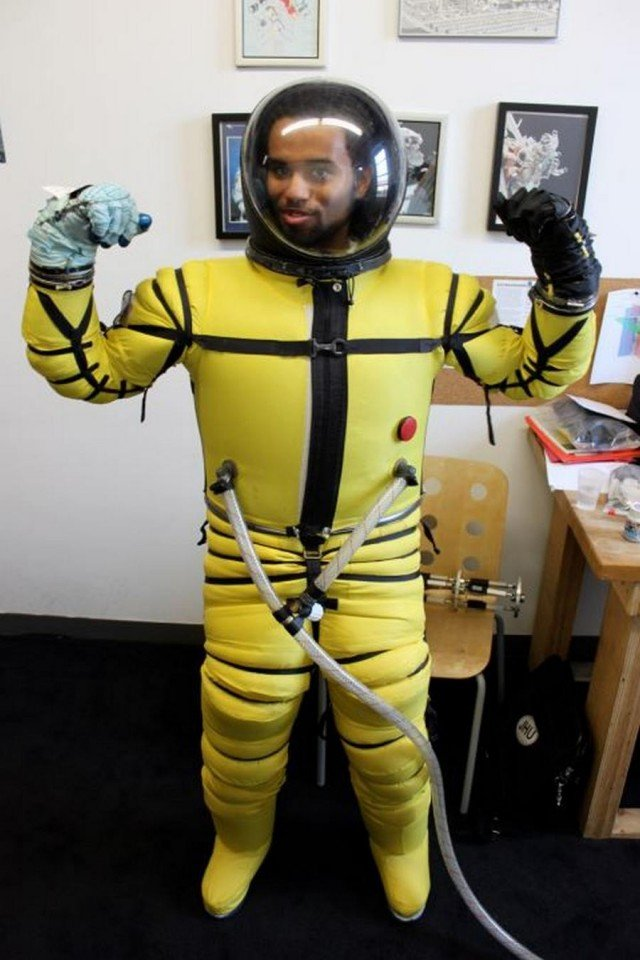 RL MARK VI Space suit with pressure boosters for stablization